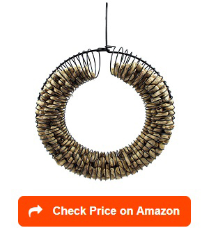 Peanut-Wreath-Feeder